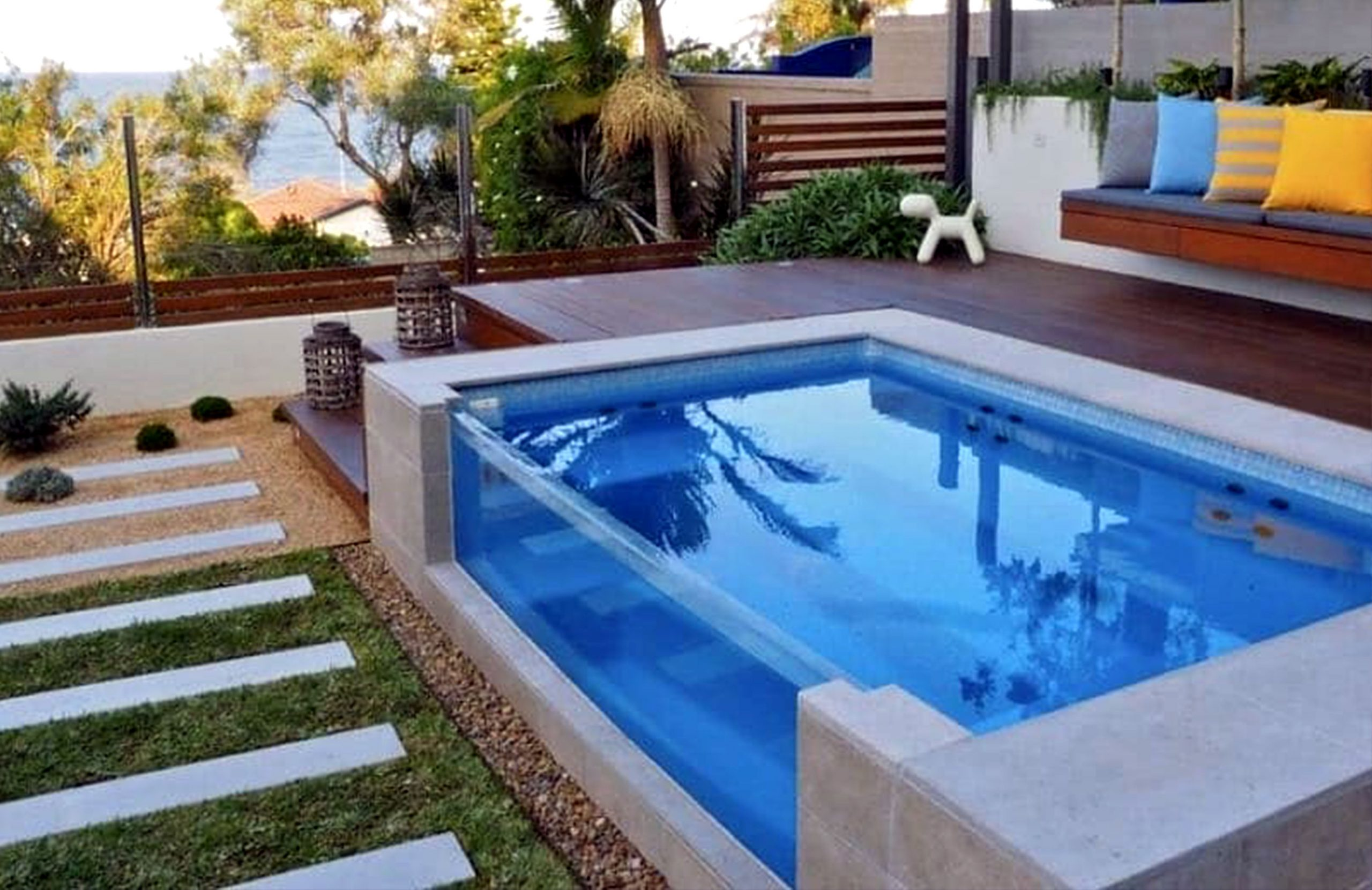 Outdoors pools